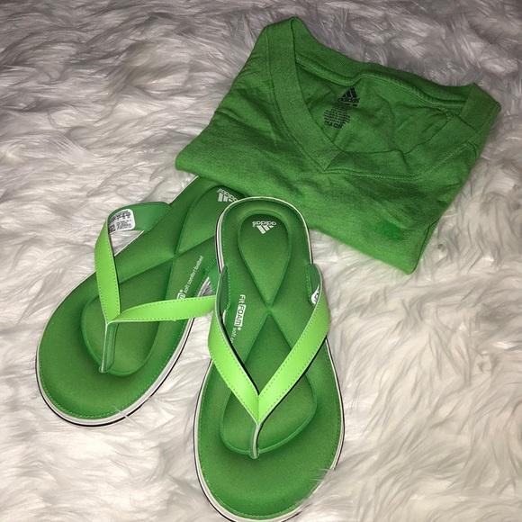 Adidas zapatos juuvi flip flop SZ 8 poshmark la espuma de la memoria